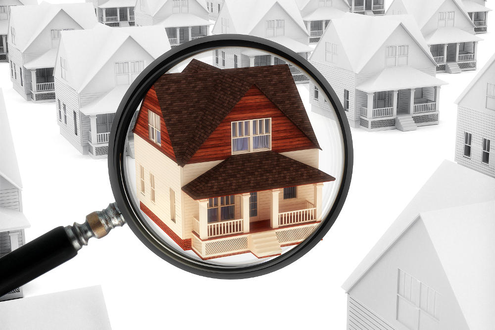 magnifying glass on house for mold testing appointment